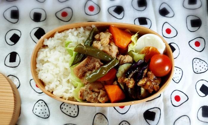 きょうのおべんとう「鶏肉と人参の煮物」
