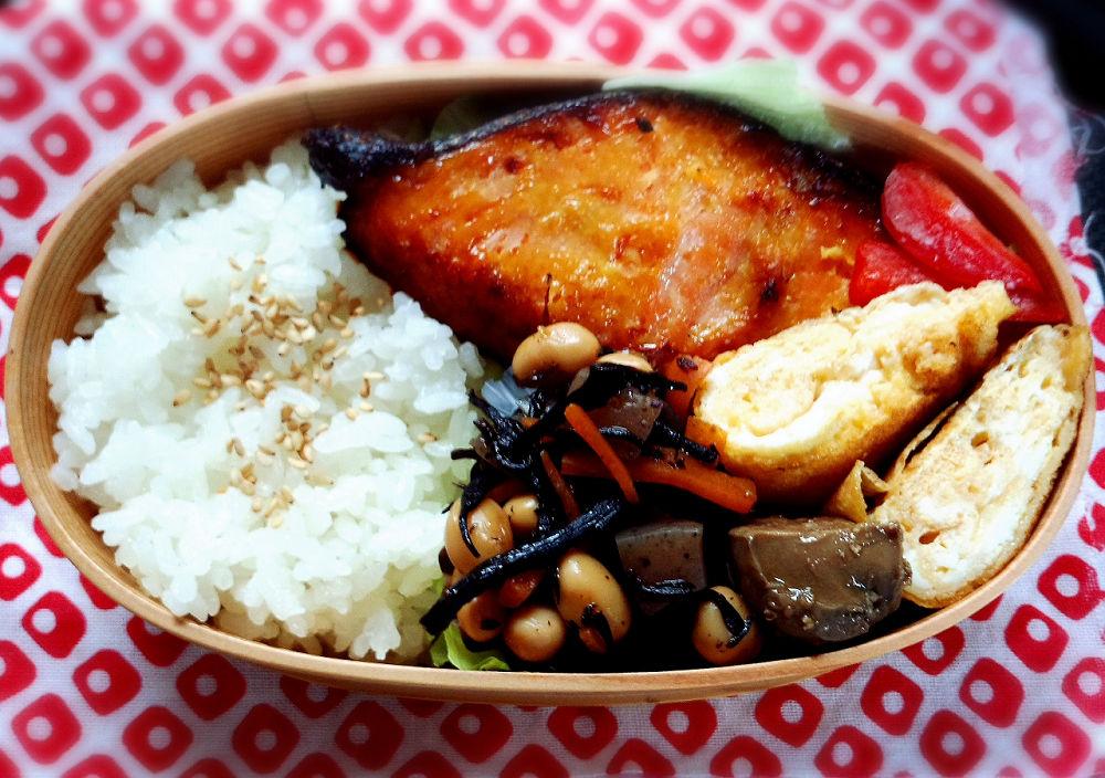 きょうのおべんとう「鮭の西京焼き」