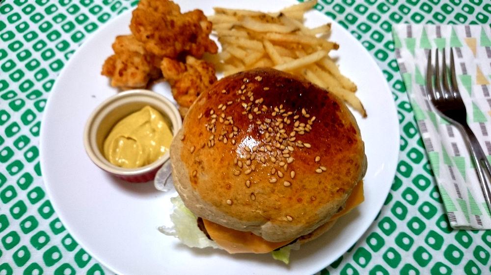 きょうのおひる「ライ麦パンズ ハンバーガー」