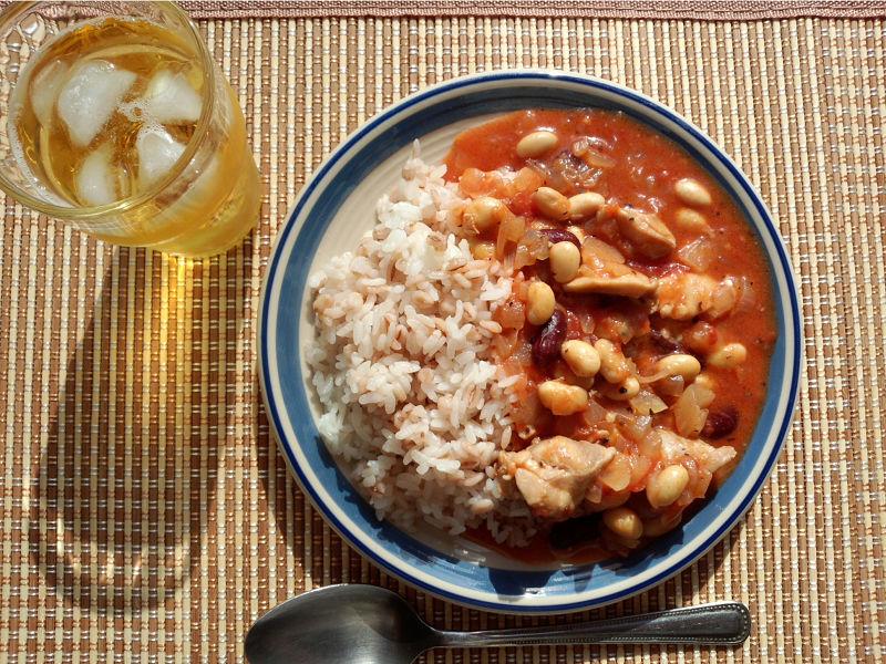 きょうのおひる「鶏肉と豆のトマト煮込み」