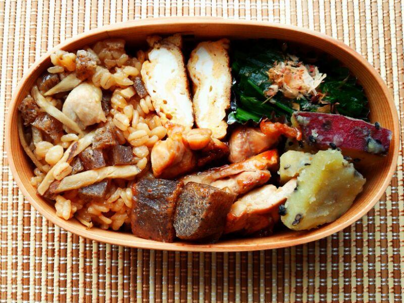 きょうのおべんとう「鶏と牛蒡の炊き込みご飯」