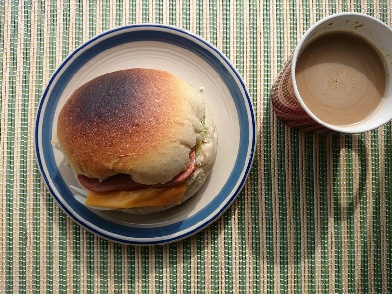 きょうのおひる「丸パンサンドイッチ」