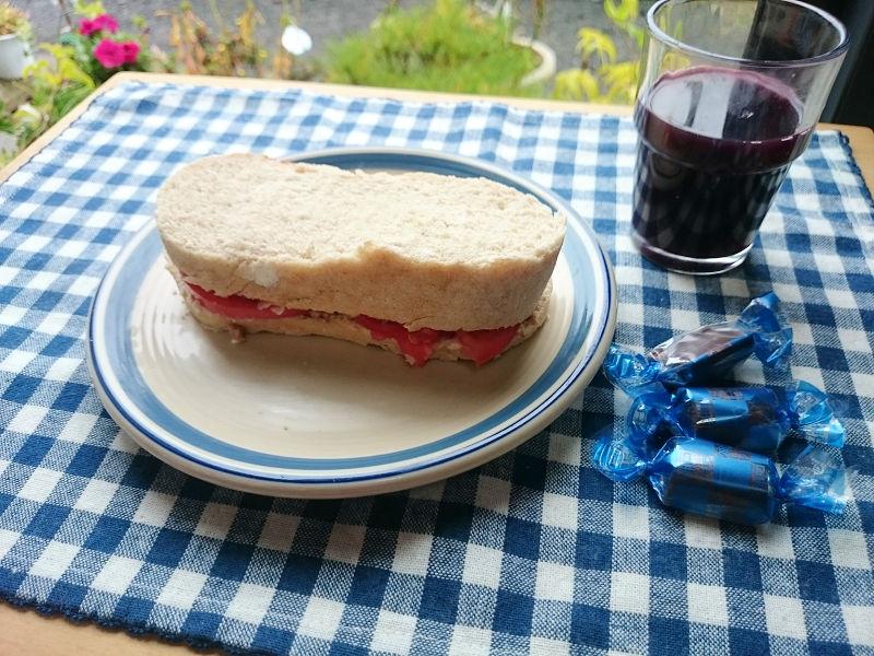 きょうのおひる「カンパーニュでサンドイッチ」