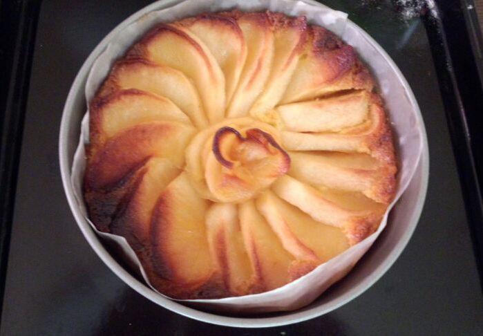 きょうのおやつ「アップルケーキ」