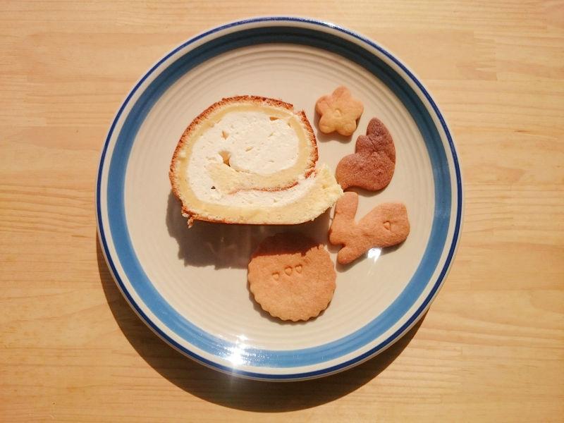 今更のバレンタイン報告「カスタードロールケーキとサクサククッキー」