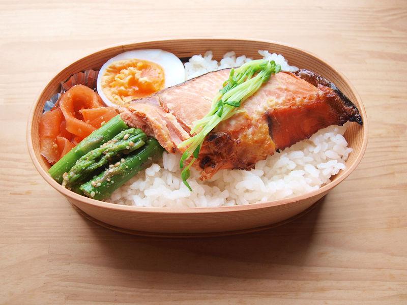 きょうのおべんとう「春の焼き鮭弁当」