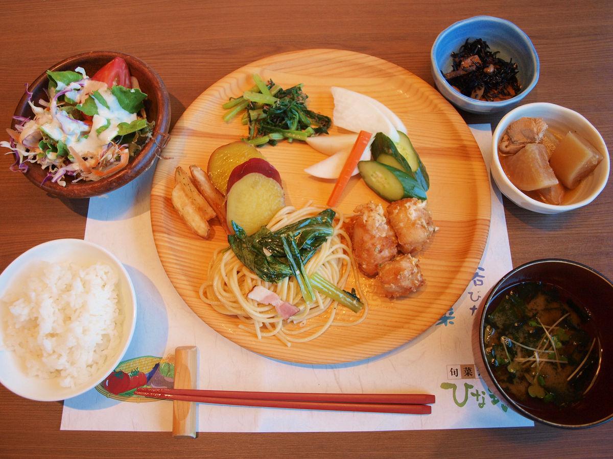 たっぷり惣菜で満腹!自然食ビュッフェ「旬彩食健 ひな野 綾瀬店」