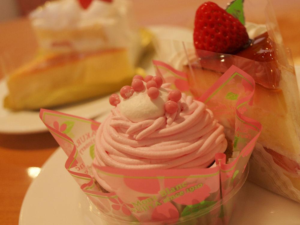 ケーキもパフェも食べ放題!!「不二家レストラン大和つきみ野店」