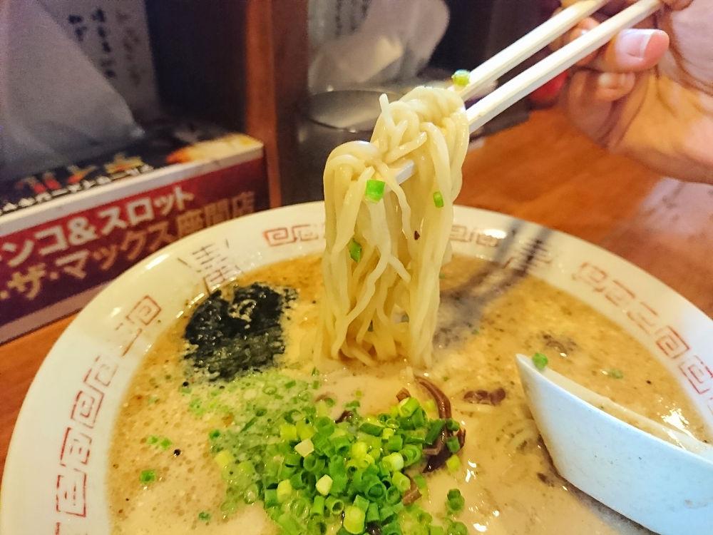 替え玉50円!!お手軽豚骨ラーメン「二十三代目 哲面」